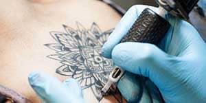 legge_tattoo_piercing_regione_lazio